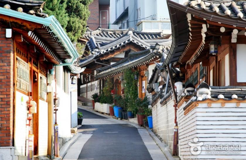 bukchon-hanok-village-1