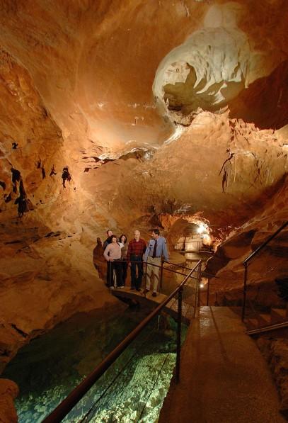 Sungai bawah tanah yang unik di Jenolan Caves